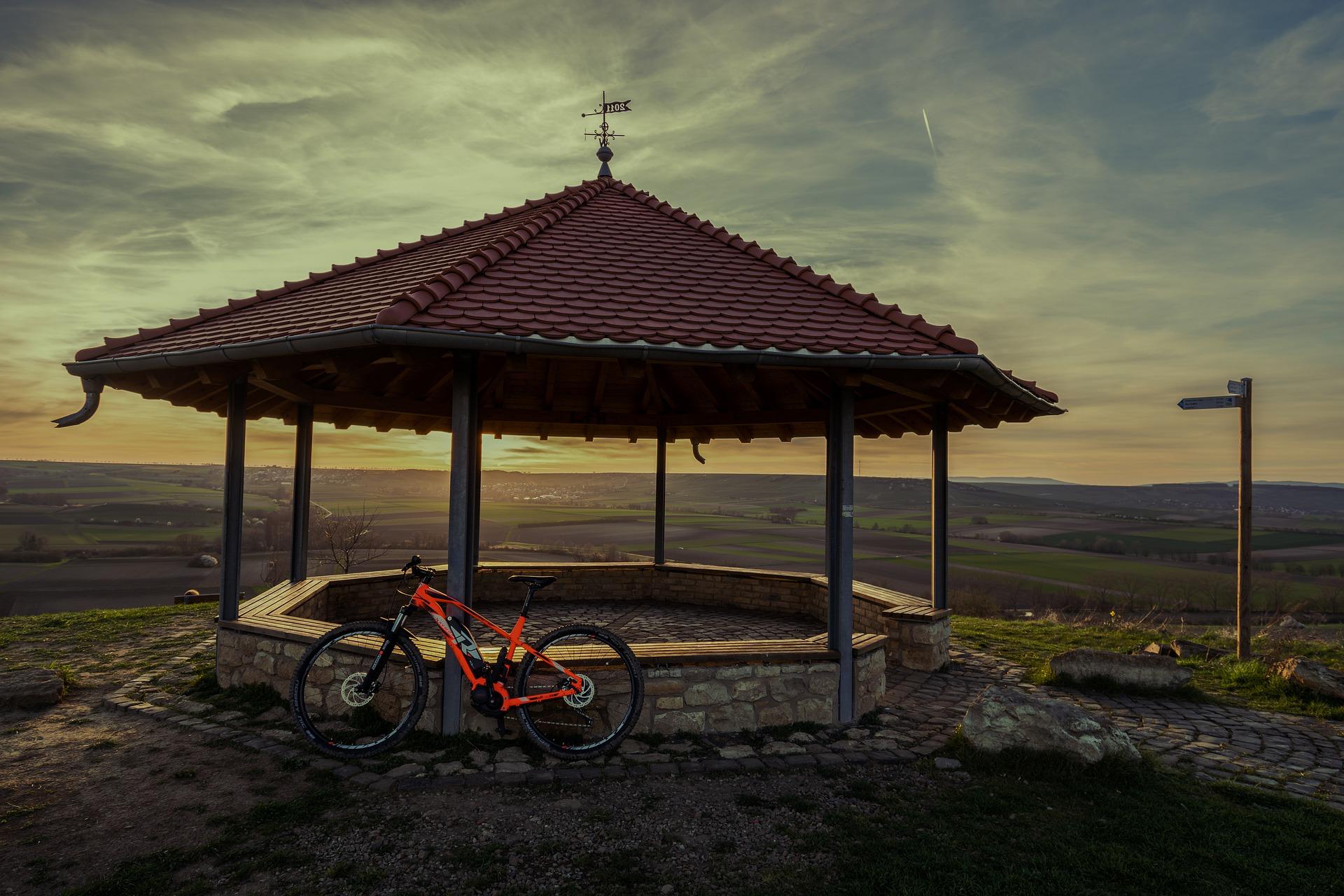 E-Bike-schöner-Hintergrund